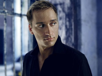 Paul Van Dyk – Vonyc Sessions 338 – 15-02-2013