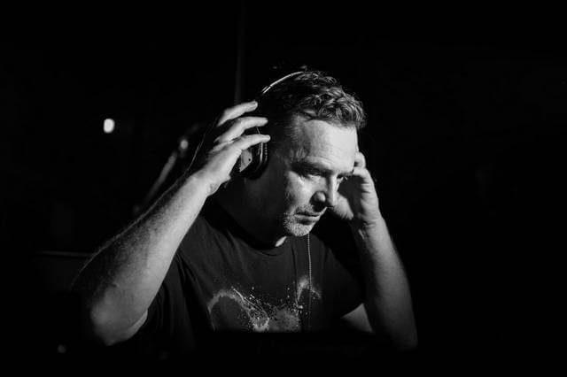 Download Nick Warren Live Sets & DJ Mixes